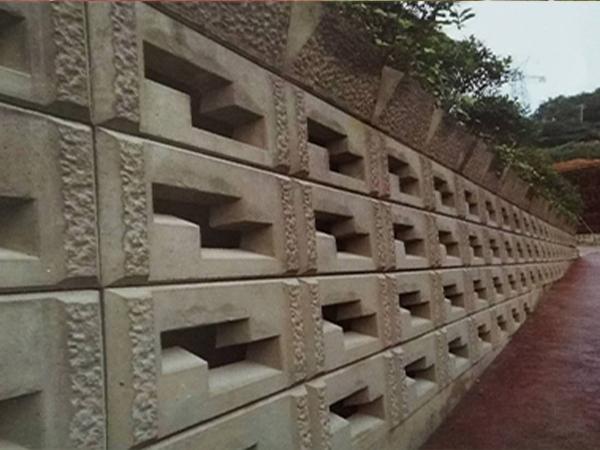 鱼巢式挡墙施工